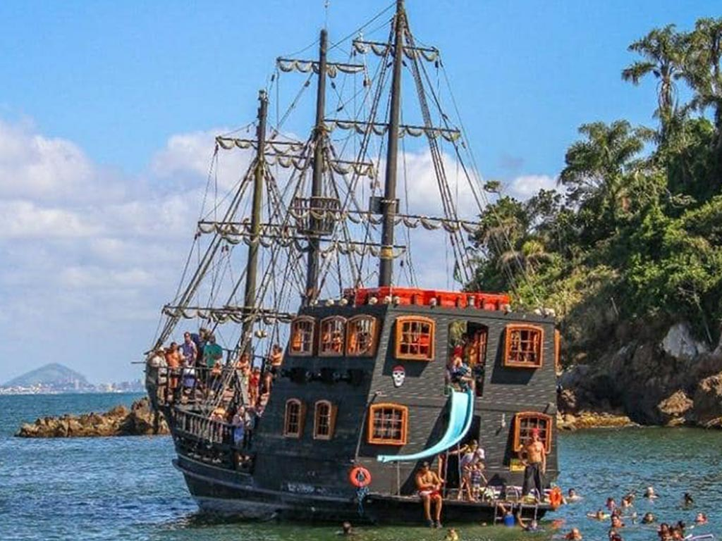 Pirate Schooner Tour - 10h45